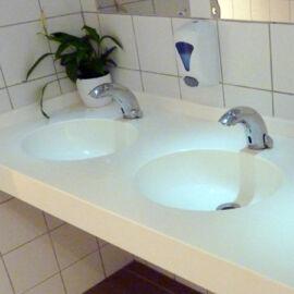 Montelli Basic mosdópult, 1000x600mm, 1 db perem nélkül süllyesztett színazonos medencével, fehér színben, belátásgátlóv