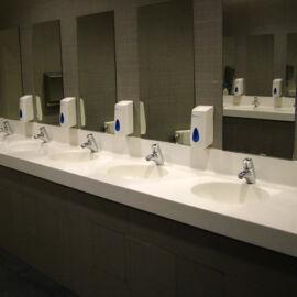 Montelli Basic mosdópult, 4000x600mm, 4 db perem nélkül süllyesztett színazonos medencével, fehér színben, belátásgátlóv